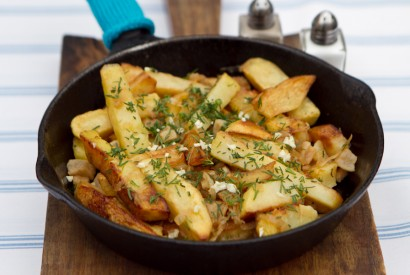 Fried potatoes with cracklings