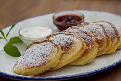 Puffy pancakes with jam