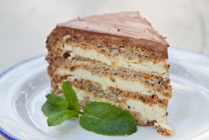 Kiev cake - meringue cake with nuts and chocolate