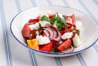 Colored tomatoes salad with goat cheese and coriander pesto